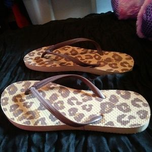 Old Navy Brown Leopard Flip-Flop Sandles 7-8